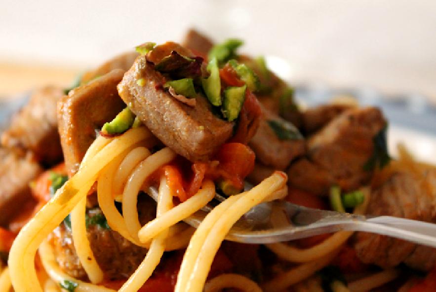 Spaghetti con tonno, pomodorini e pistacchi - Step 5 - Immagine 1