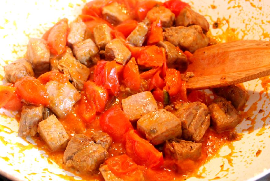 Spaghetti con tonno, pomodorini e pistacchi - Step 2 - Immagine 2