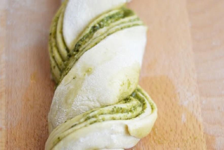 Treccia di pan brioche al pesto e parmigiano - Step 4 - Immagine 5