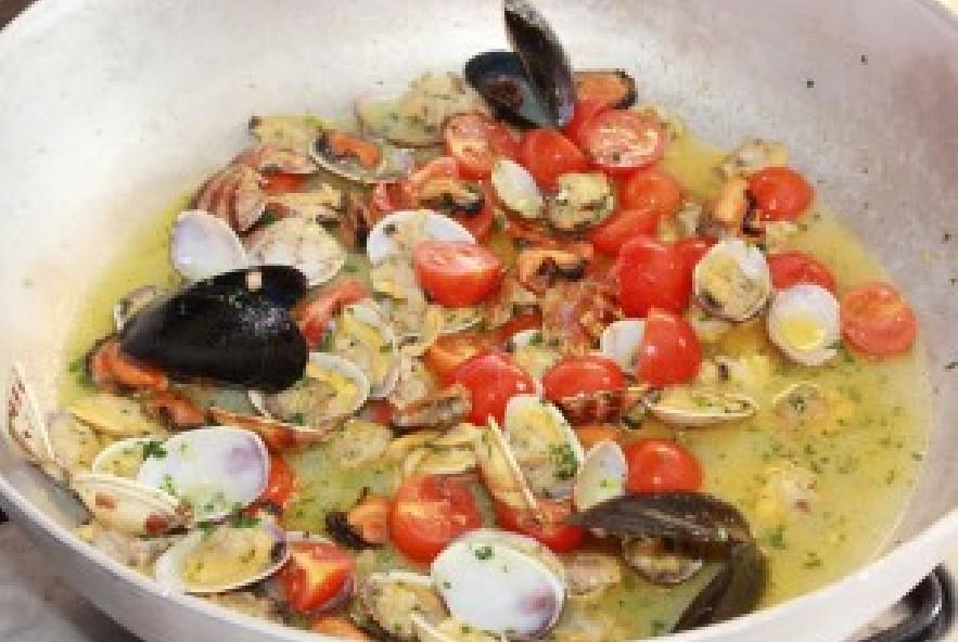 Gnocchi alle cozze vongole e pomodorini - Step 4 - Immagine 1