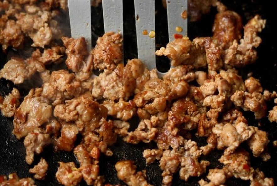 Frittata di salsiccia, peperoni e feta - Step 1 - Immagine 1