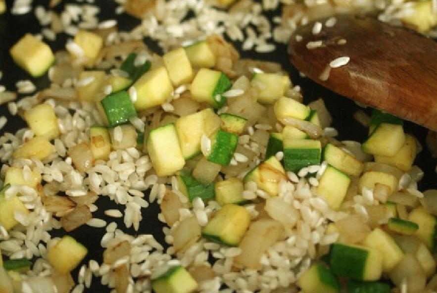 Pomodori ripieni di riso e zucchine - Step 2 - Immagine 1