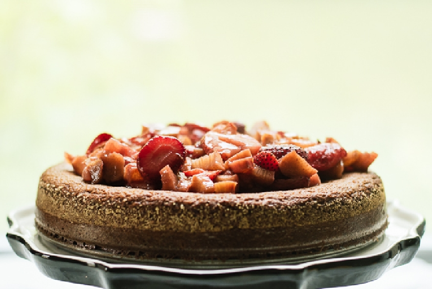 Torta di mandorle ricoperta di fragole e rabarbaro - Step 8 - Immagine 1