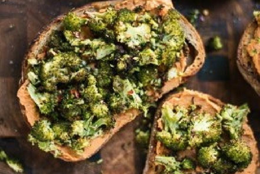 Bruschette con hummus e broccoli arrostiti - Step 6 - Immagine 2