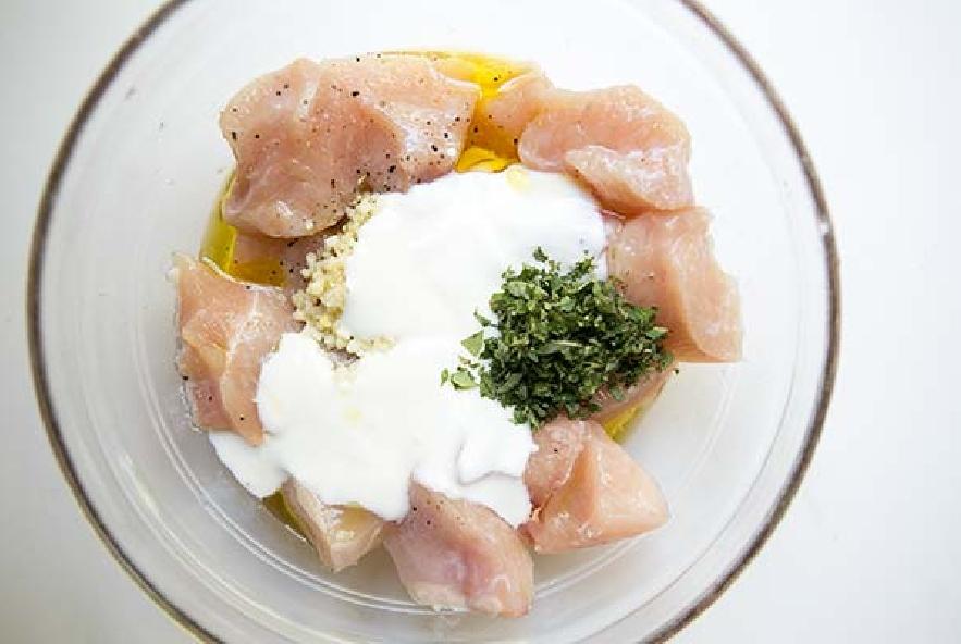 Spiedini di pollo con salsa tzatziki - Step 2 - Immagine 1