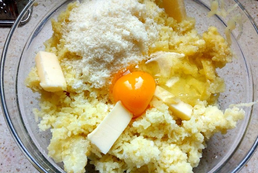 Rotolo di patate, agretti, crescenza e prosciutto - Step 2 - Immagine 1