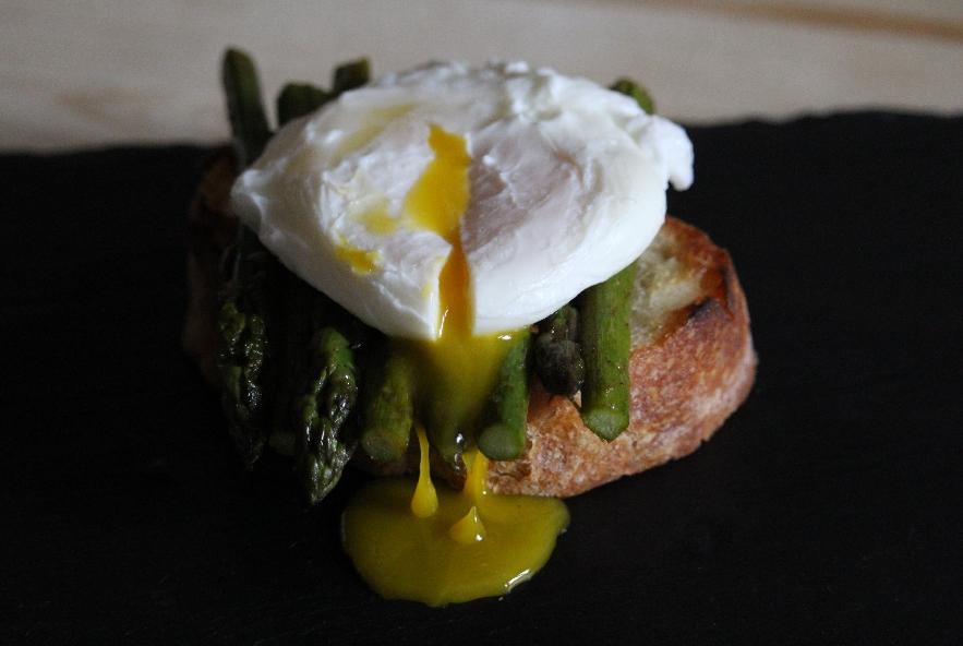Bruschetta asparagi e uovo in camicia - Step 4 - Immagine 1