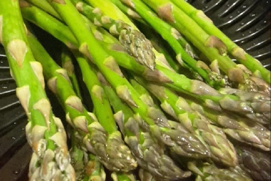 Involtini filanti di pollo, pancetta e asparagi - Step 1 - Immagine 1