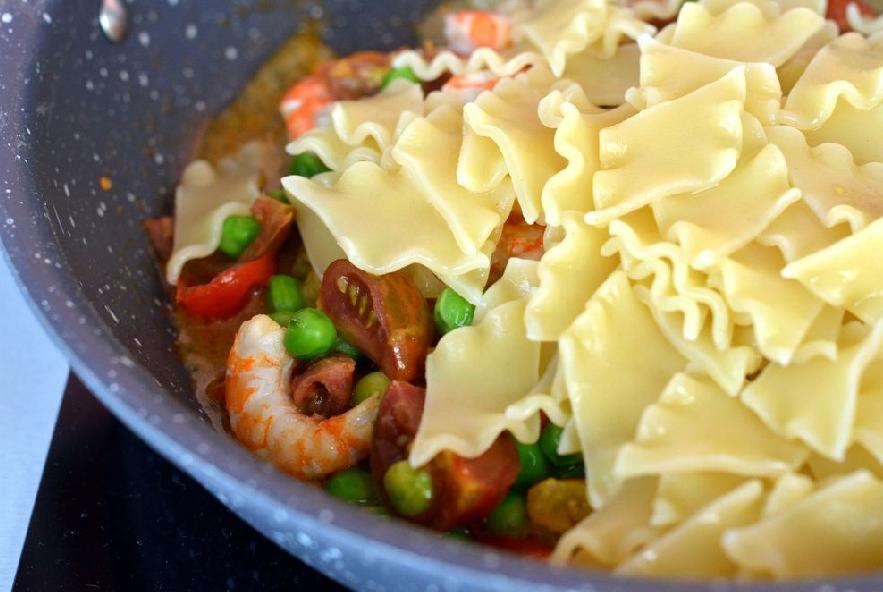Pasta con piselli gamberi e zafferano - Step 4 - Immagine 2
