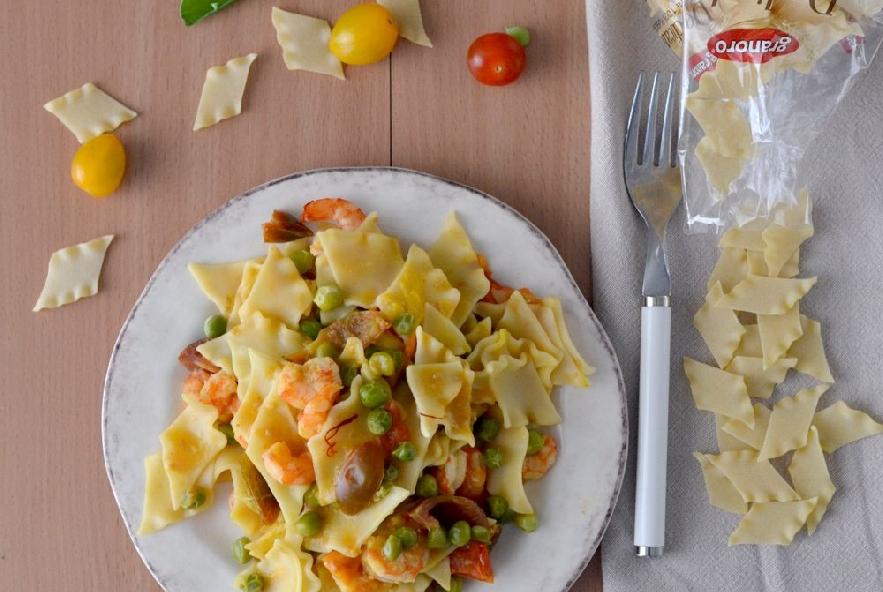 Pasta con piselli gamberi e zafferano - Step 4 - Immagine 3