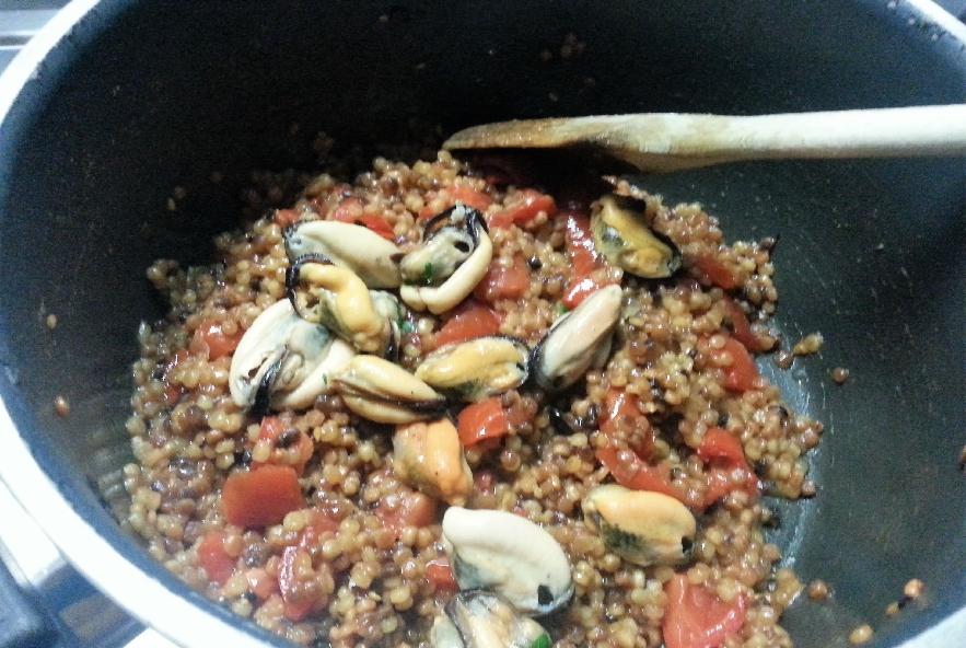 Fregola sarda risottata con cozze e gamberetti - Step 4 - Immagine 2