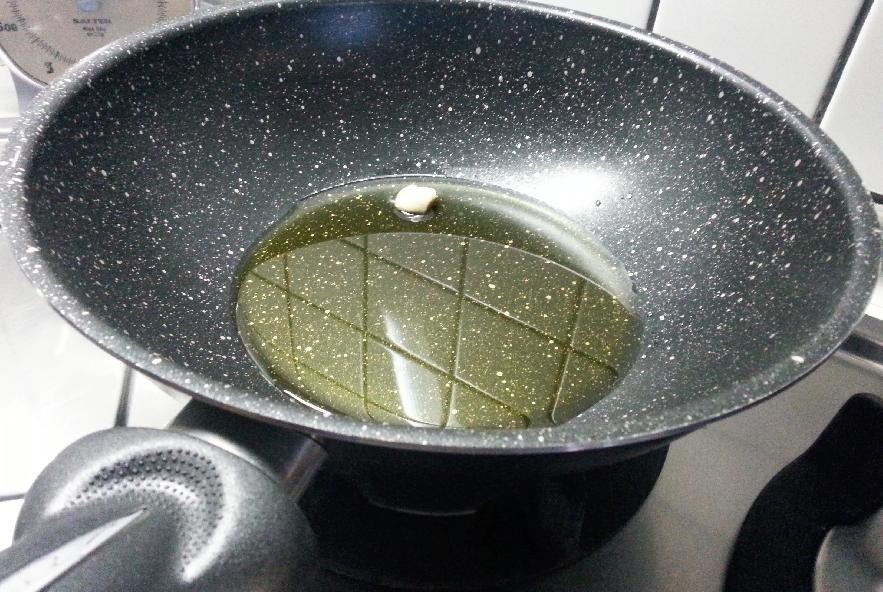 Risotto cozze e zafferano con fili di peperoncino - Step 1 - Immagine 3