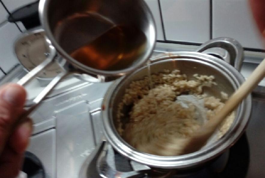 Risotto cozze e zafferano con fili di peperoncino - Step 3 - Immagine 1