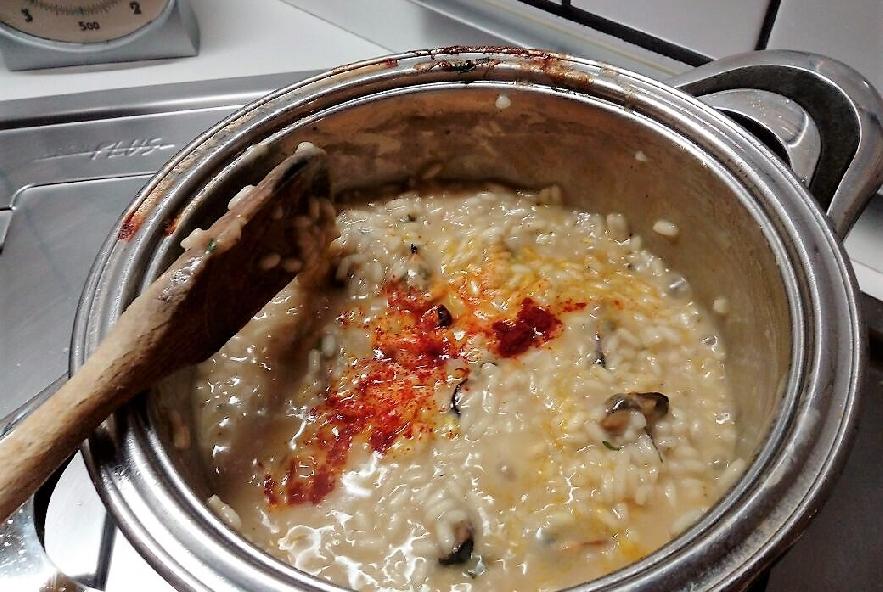 Risotto cozze e zafferano con fili di peperoncino - Step 4 - Immagine 1