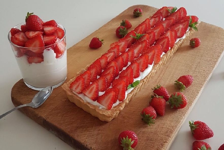 Crostata con fragole e crema allo yogurt