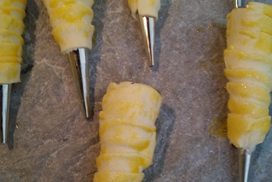 Cannolini  con chantilly e granella di pistacchio - Step 2 - Immagine 1