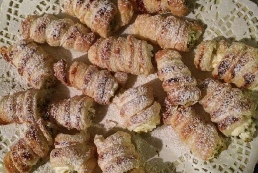 Cannolini  con chantilly e granella di pistacchio - Step 4 - Immagine 1