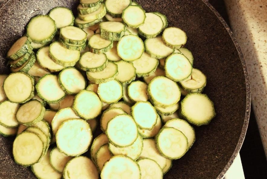 Crostata di riso venere zucchine e yogurt al curry - Step 2 - Immagine 1