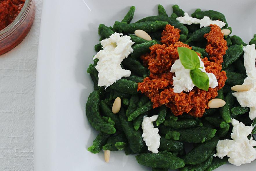 Spätzle con pesto di pomodori secchi e burrata - Step 2 - Immagine 1