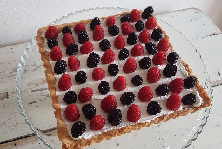 Crostata crema chantilly e frutti di bosco