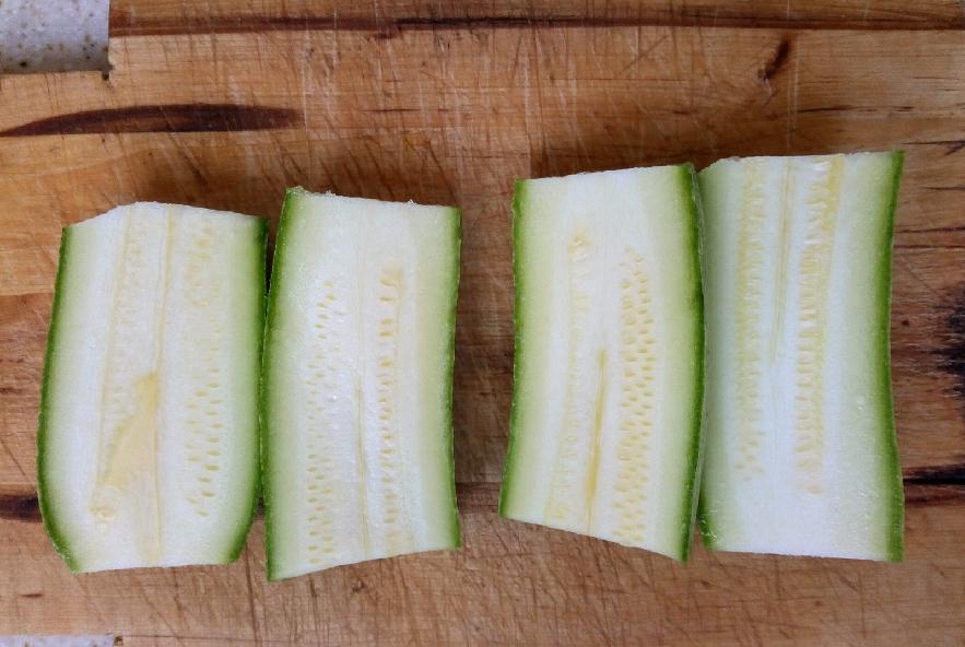Zucchine ripiene di mozzarella - Step 1 - Immagine 1