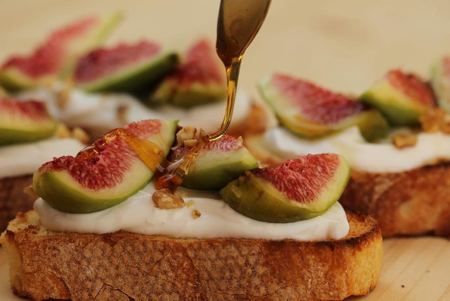 Bruschetta con fichi e yogurt greco - Step 4 - Immagine 1