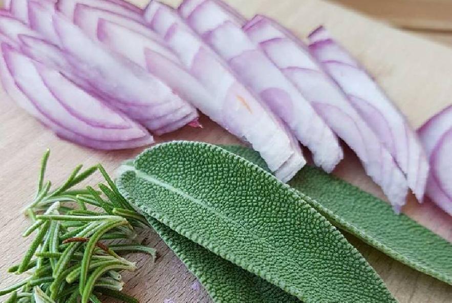 Vellutata di zucca con pistacchi e speck - Step 1 - Immagine 1