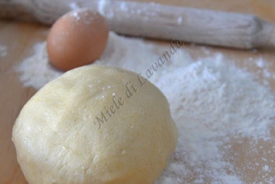 Crostata chiusa di pasta frolla con crema - Step 1 - Immagine 1