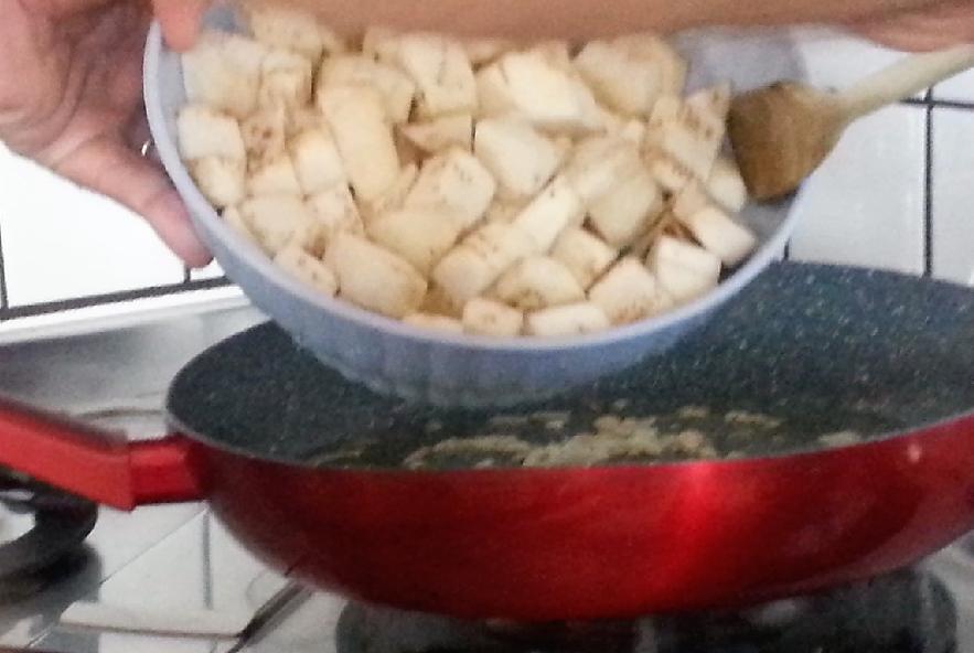 Gnocchi di patate rosse con crema di melanzane - Step 4 - Immagine 3