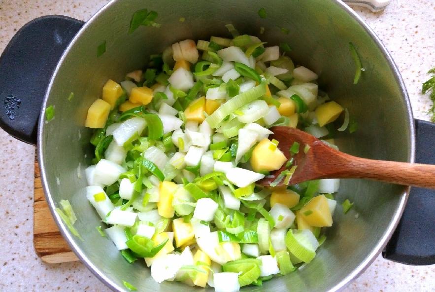 Vellutata riciclona di porri e finocchi al curry - Step 4 - Immagine 1