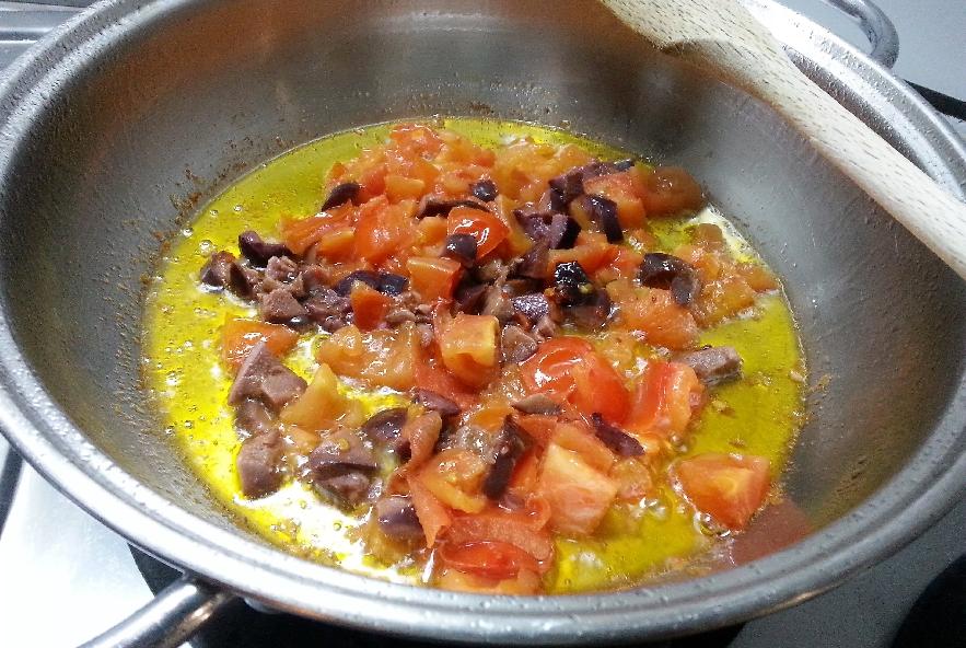 Reginette pesce spada, pomodori, olive e mentuccia - Step 1 - Immagine 1