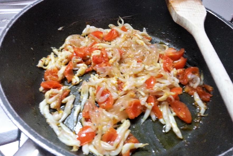 Tagliatelle con neonato e salsa alla curcuma - Step 4 - Immagine 2