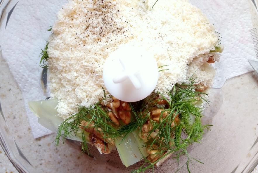 Pesto di finocchi e noci antispreco - Step 3 - Immagine 1