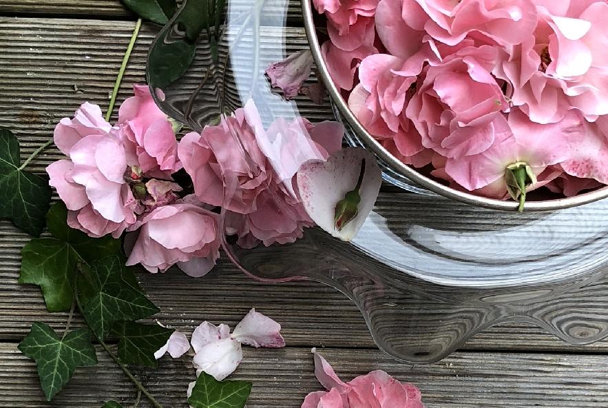 Chiffon cake alla rosa e petali caramellati - Step 1 - Immagine 1