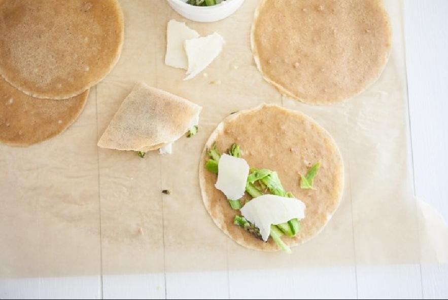 Crespelle con asparagi e formaggio - Step 3 - Immagine 1