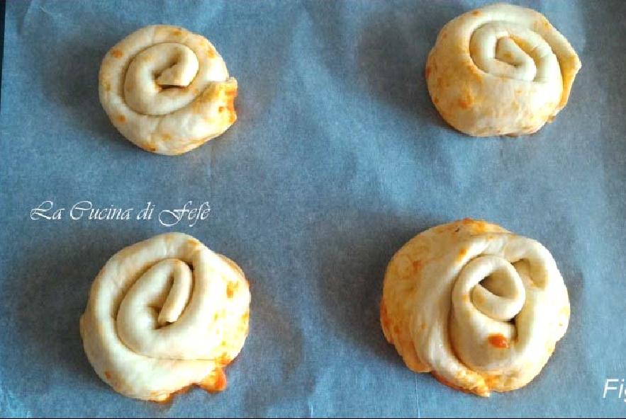 Spirali di pizza con pomodoro e mozzarella - Step 5 - Immagine 1