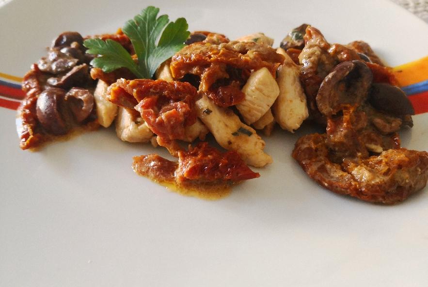 Pollo con pomodori secchi e olive nere - Step 3 - Immagine 1