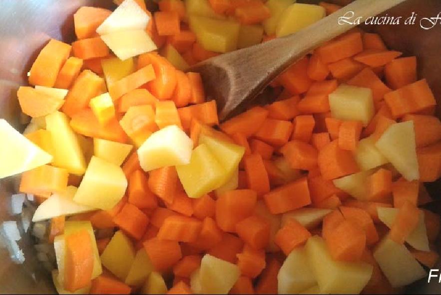 Vellutata di carote, zenzero e cannella - Step 3 - Immagine 1