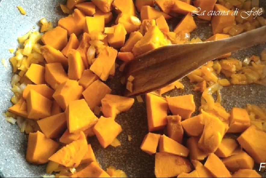 Cous cous con zucca, radicchio e mandorle - Step 5 - Immagine 1