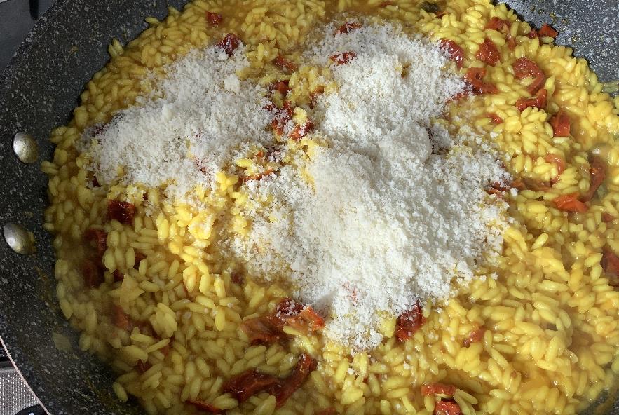 Risotto con i pomodori secchi e curcuma - Step 3 - Immagine 1