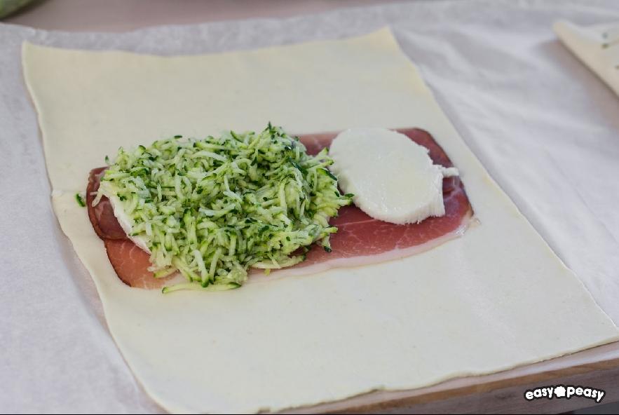 Strudel di zucchine, prosciutto e formaggio - Step 2 - Immagine 1