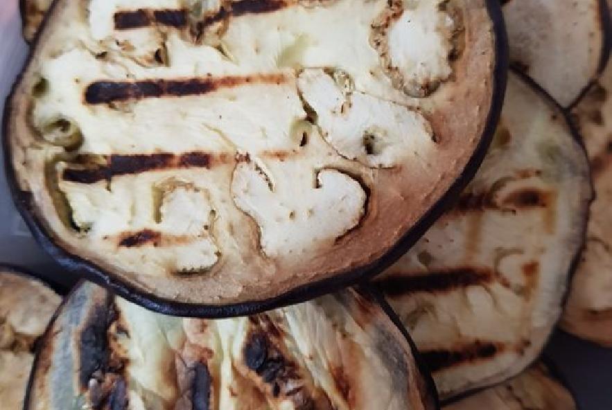 Rotelle con calamari melanzane grigliate e cipolla - Step 3 - Immagine 1