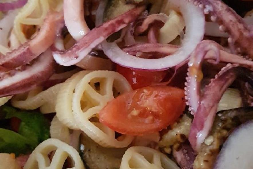 Rotelle con calamari melanzane grigliate e cipolla - Step 5 - Immagine 1