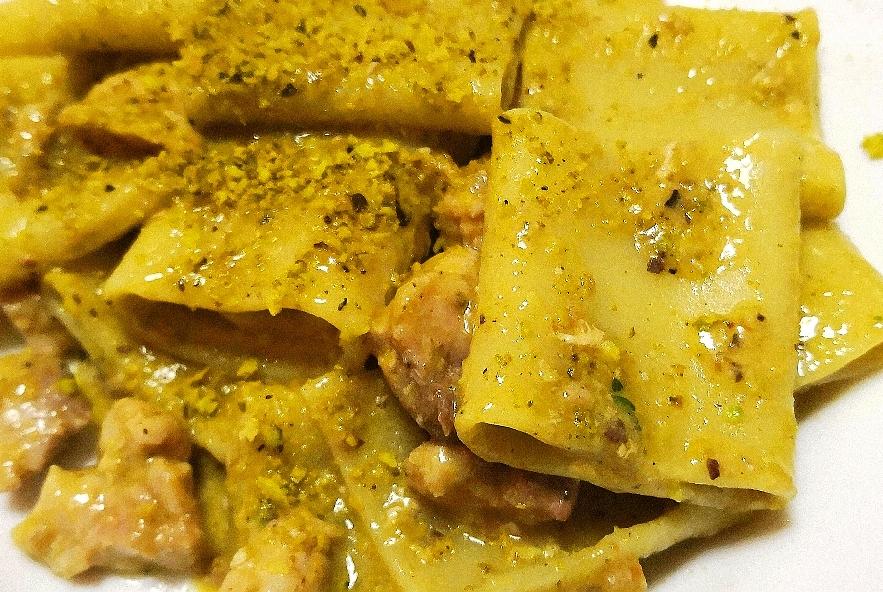 Paccheri con pesce spada e pistacchi - Step 5 - Immagine 1