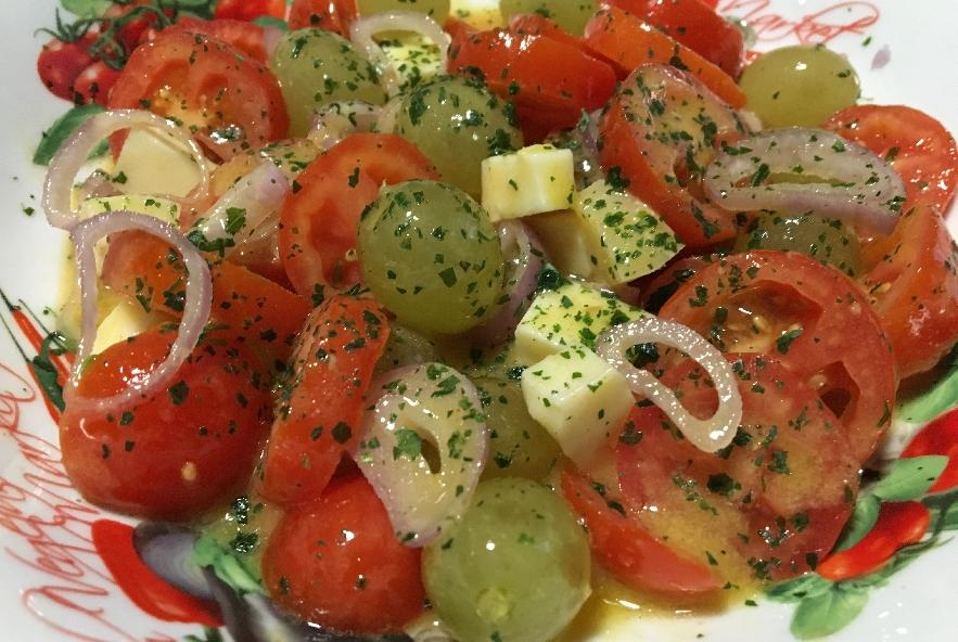 Insalata di pomodori e uva - Step 6 - Immagine 1