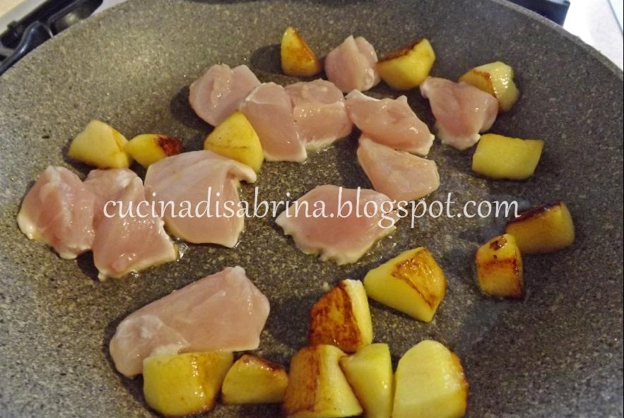 Bocconcini di pollo, mele e nocciole - Step 2 - Immagine 1