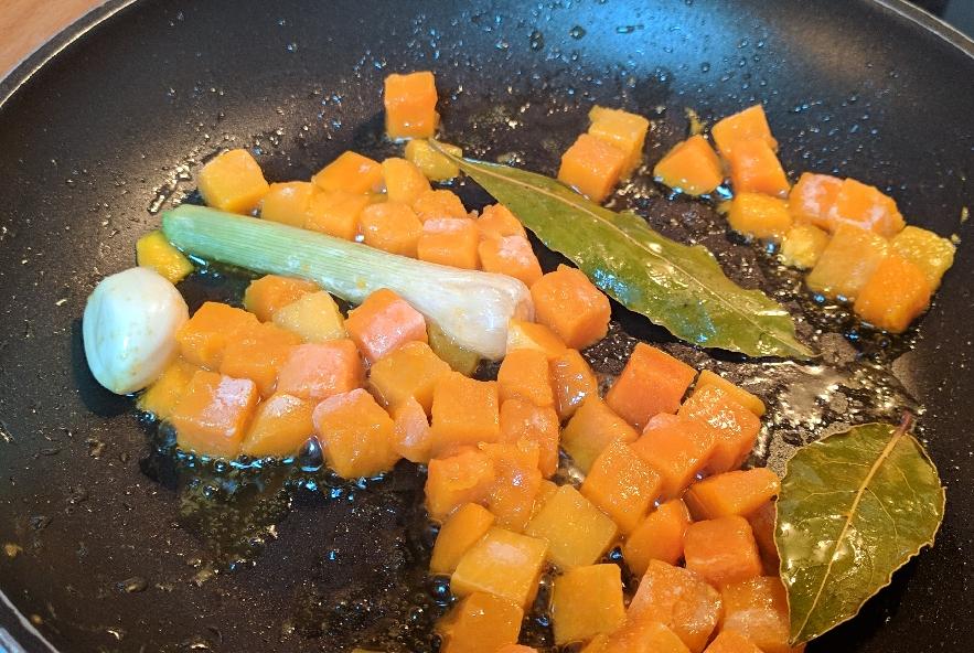 Tortelli di patate con crema di zucca - Step 5 - Immagine 1