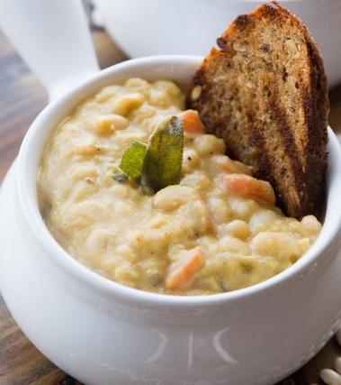 Zuppa di fagioli con aneto