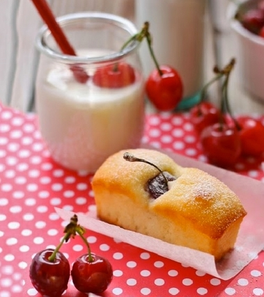 Plumcake alla ciliegia e yogurt
