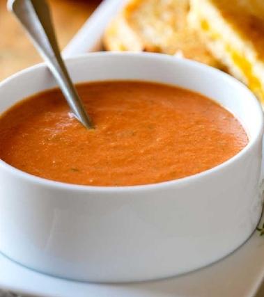 Zuppa di pomodoro con cavolo